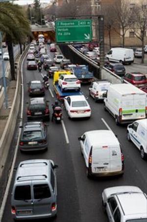 Un momento de congestión de tráfico en Barcelona.