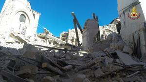 Un edificio derrumbado en Norcia.