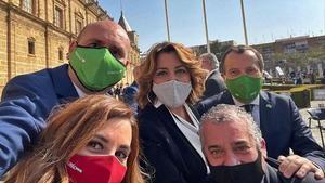 Foto de los parlamentarios malaguenos con Susana Diaz compartida por Conejo en Twitter    L  O