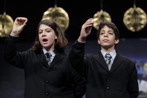 El número 62.246 ha estat el premiat amb la Grossa del 2013. Joel Fernández Godos i Andrea Ladrón Guevara han cantat el premi a les 10.46 hores.