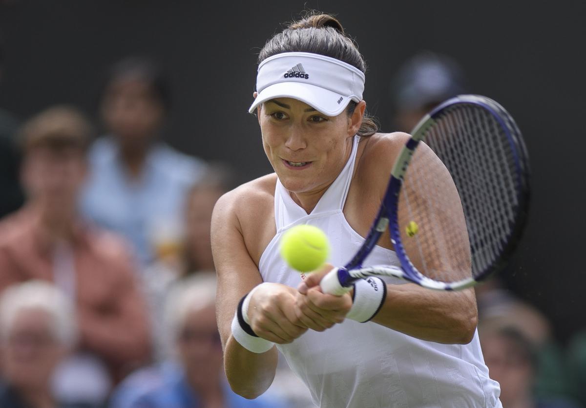 Muguruza ejecuta un golpe en su estreno en las pistas de Wimbledon