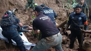 Labores de rescate en Xalapa tras el paso del huracán 'Grace'