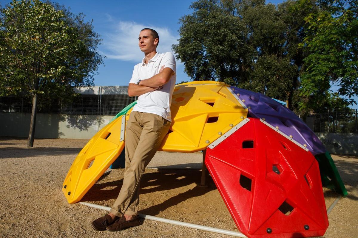 Oleg Vasyliev, junto a la escuela Serena Vall de Llavaneres.