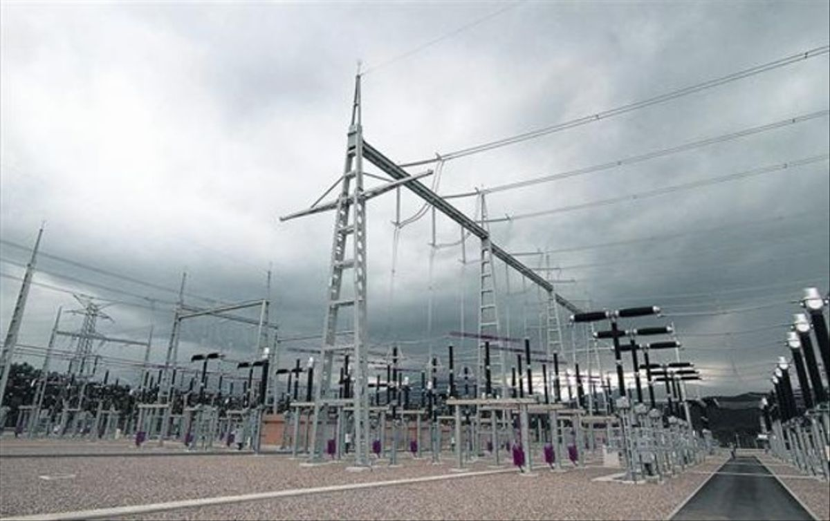 Una subestación de suministro de electricidad, propiedad de Red Eléctrica, en Bescanó, en mayo del 2011.