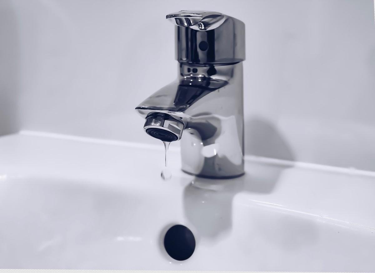 Según los últimos datos del INE, publicados a finales del año pasado y que datan de 2016, el coste del agua se situó en 1,95 euros por metro cúbico.