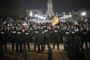 Policía durante el asalto de los partidarios del presidente de Estados Unidos, Donald Trump, al Capitolio.