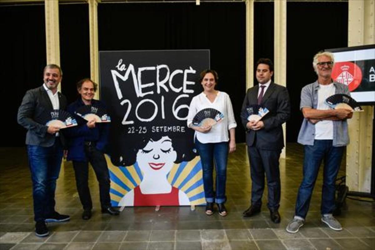Jaume Collboni, Javier Pérez Andújar, Ada Colau, Patrick Klugman y Miguel Gallardo, junto al cartel.