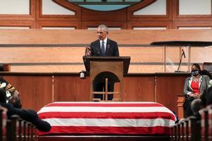Obama, durante su discurso en el funeral de Lewis, en Atlanta.