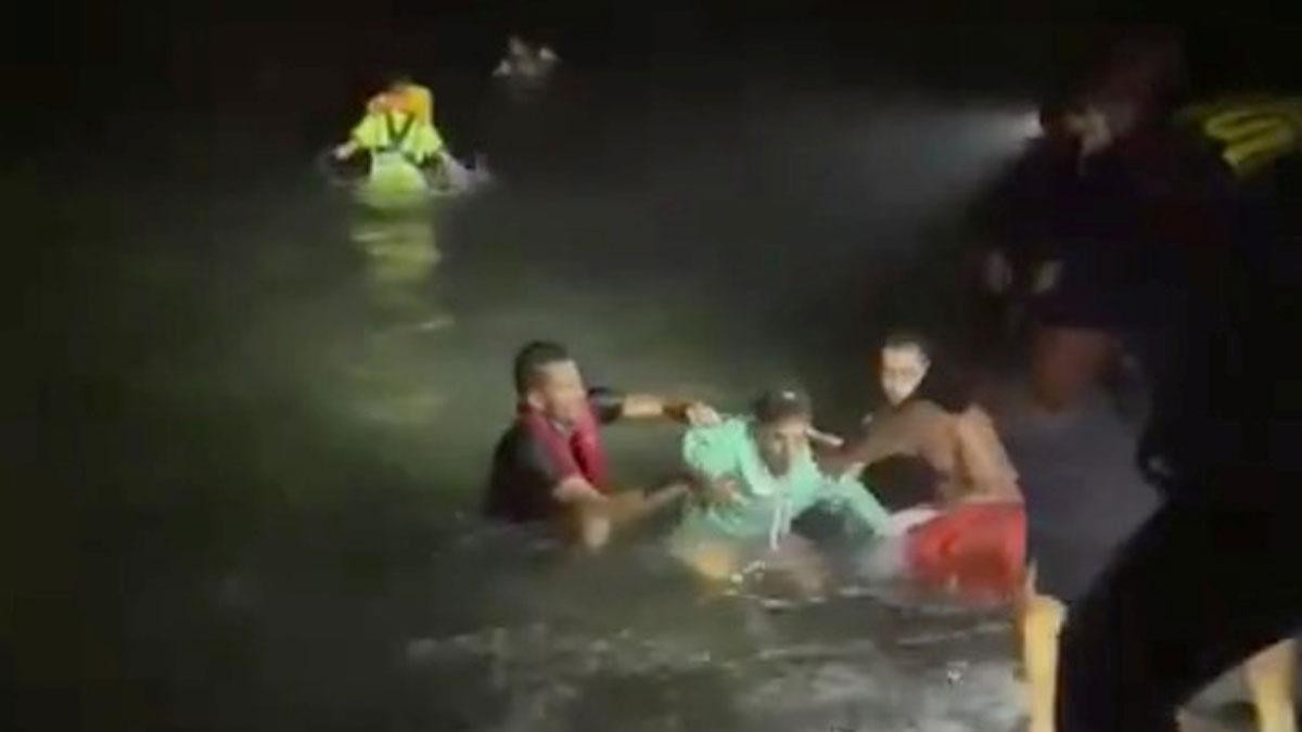 Vuit morts i 28 rescatats al naufragar una pastera al nord de Lanzarote