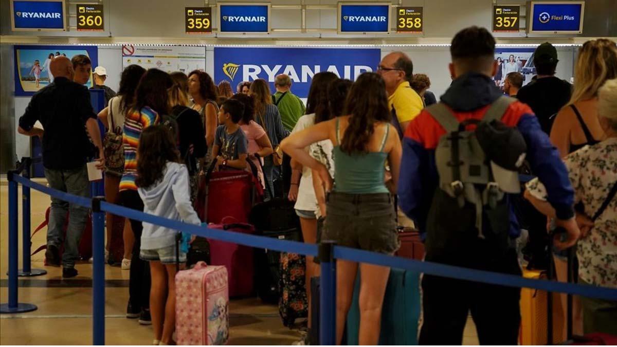 Ryanair cobrará por el equipaje de mano a partir de noviembre.