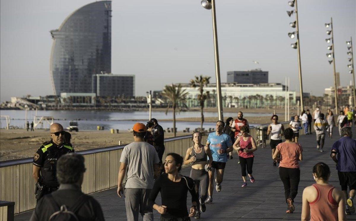 Sanitat permet passejos de fins a 10 persones en la fase 1 i de 15 en la fase 2