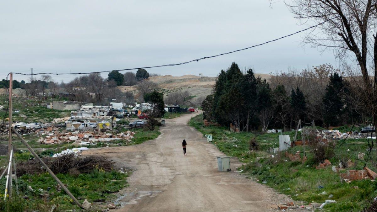 Visita del relator de la ONU sobre la pobreza extrema, Philip Alston, a la Cañada Real, en Madrid.
