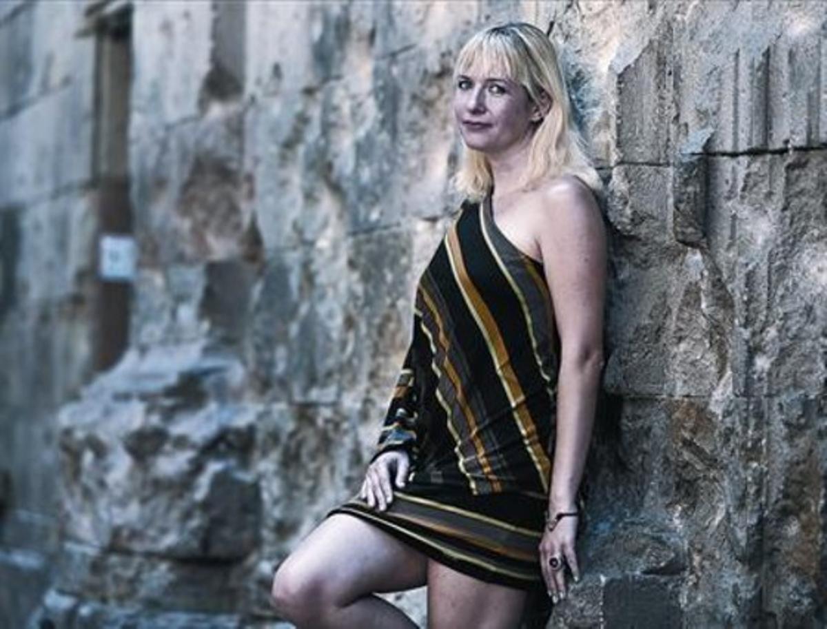 Lauren Beukes en la plaza de Sant Felip Neri, tras pasar varios días de vacaciones en Sitges y Barcelona.