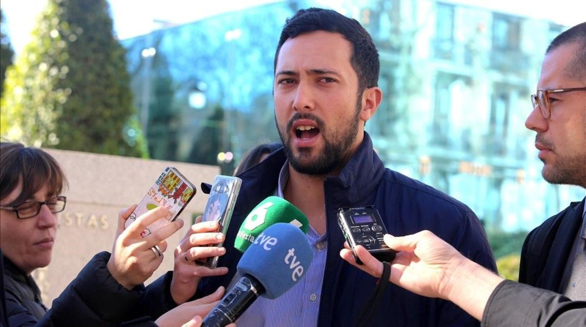 Josep Miguel Arenas, el rapero Valtonyc, atiende a los medios tras ser juzgado por enaltecimiento del terrorismo e injurias a la Corona en la Audiencia Nacional