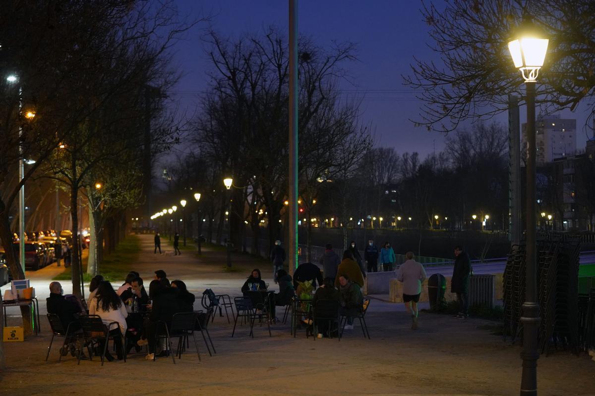 Entrada en vigor las nuevas restriccionesen Madrid por el Covid que afecta a la ampliación de horariode negocios y hostelería así como el toque de queda.
