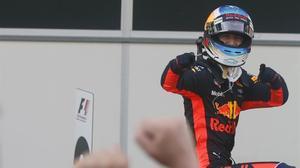 Daniel Ricciardo celebra su victoria en el GP de Azerbaiyán de F-1.