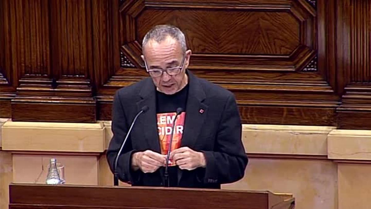 Joan Coscubiela niega la existencia de un mandato democrático a favor de la independencia y plantea un referéndum pactado con el Estado para el 2016.