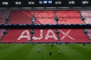Los jugadores del Tottenham se entrenan en Ámsterdam.