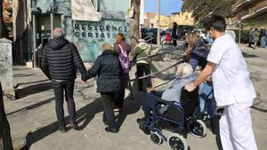 Los ancianos salen de las residencias catalanas tras 11 meses de encierro
