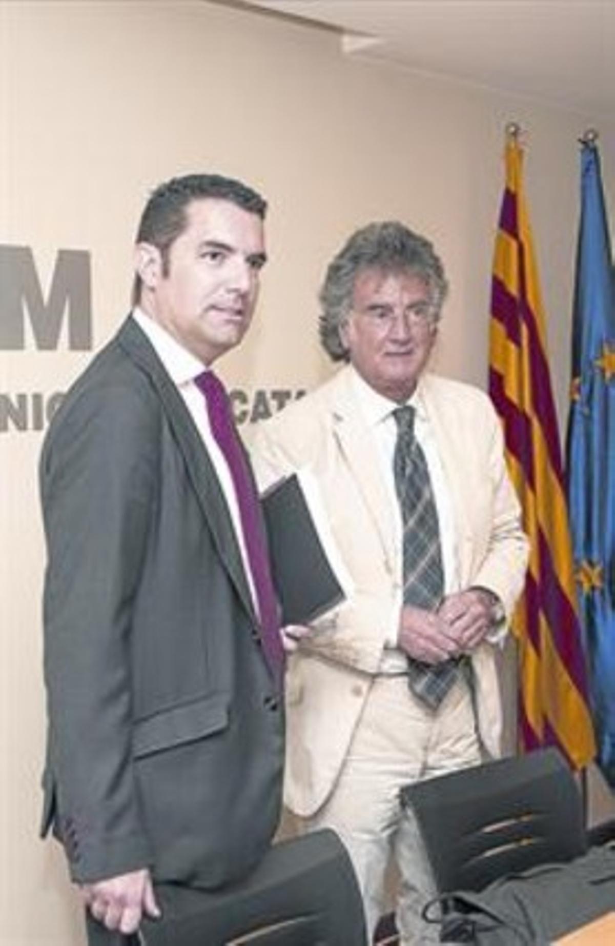 El presidente de la FMC y alcalde de Pineda de Mar, el socialista Xavier Amor, a la izquierda.