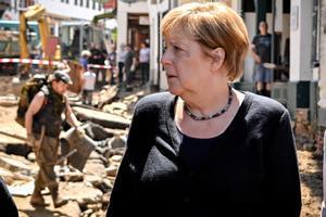 Angela Merkel visita la zona afectada por las inundaciones del pasado julio.