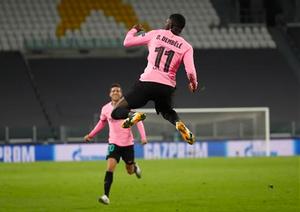Dembélé celebra el gol que le marcó a la Juventus en Turín en octubre pasado.