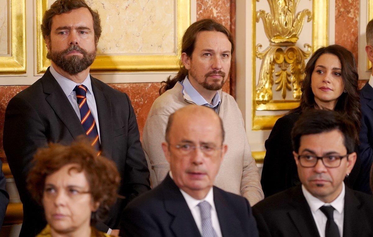 Pablo Iglesias, junto a Iván Espinosa de los Monteros e Inés Arrimadas, en el Congreso.