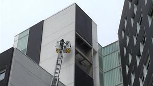 El edificio cuya fachada se ha desprendido en la Barceloneta