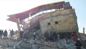 Fotografia de archivo facilitada por Médicos Sin Fronteras que muestra un hospital apoyado por la organizacion destruido durante un ataque aereo en Idlib el 15 de febrero del 2016.