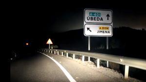 Cuatro jóvenes fallecen en Úbeda (Jaén) tras chocar frontalmente con otro vehículo.