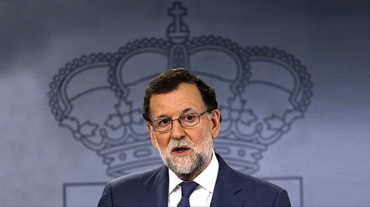 Rajoy dice a Puigdemont que no autorizará un referéndum.