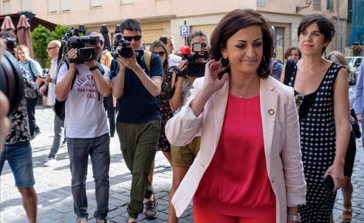 La candidata socialista a la Presidencia del Gobierno de La Rioja,Concha Andreu,a su llegada a la reunión con Unidas Podemos este jueves.