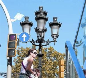 Identificador d'un punt de connexió wi-fi al passeig de Gràcia de Barcelona.