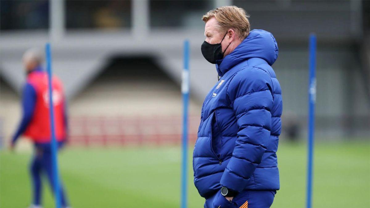Ronald Koeman, en un entrenamiento del Barça.