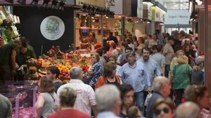 Ambiente en el Mercat de Sant Antoni, este viernes.