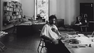 Enric Miralles, en su estudio.