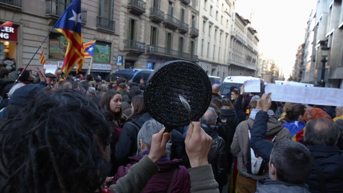 Concentración en la plaza de Urquinaona.