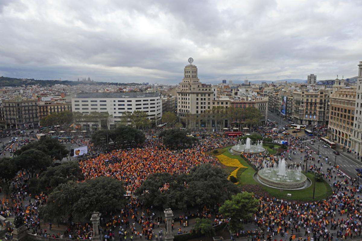 Vista aérea del acto de este viernes en la plaza de Catalunya de Barcelona.