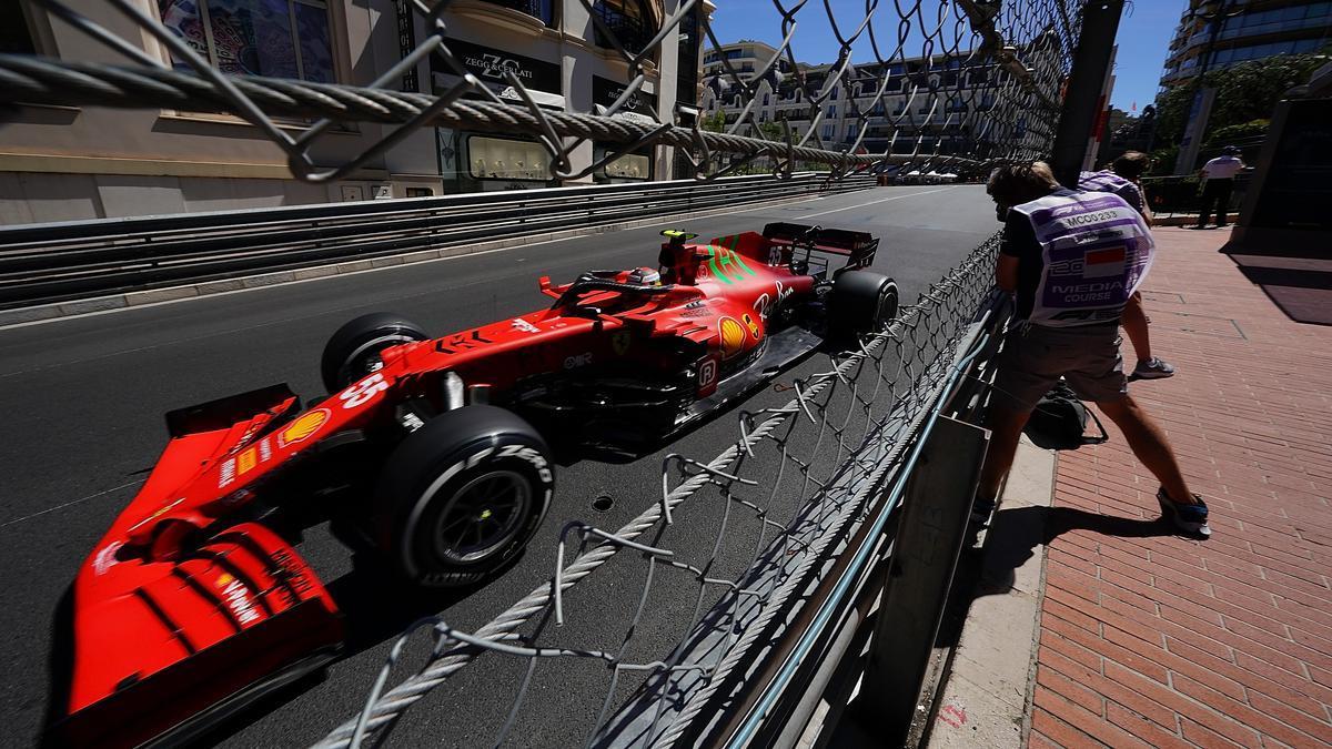 Sainz, con su Ferrari, este domingo en Mónaco.