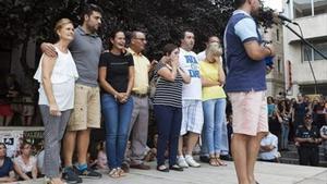 Familiares de las fallecidas, durante la concentración realizada ayer en Cuenca.