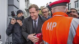 El ministro-presidente de Valonia, Paul Magnette, a su llegada a las negociaciones sobre el acuerdo CETA en Bruselas.