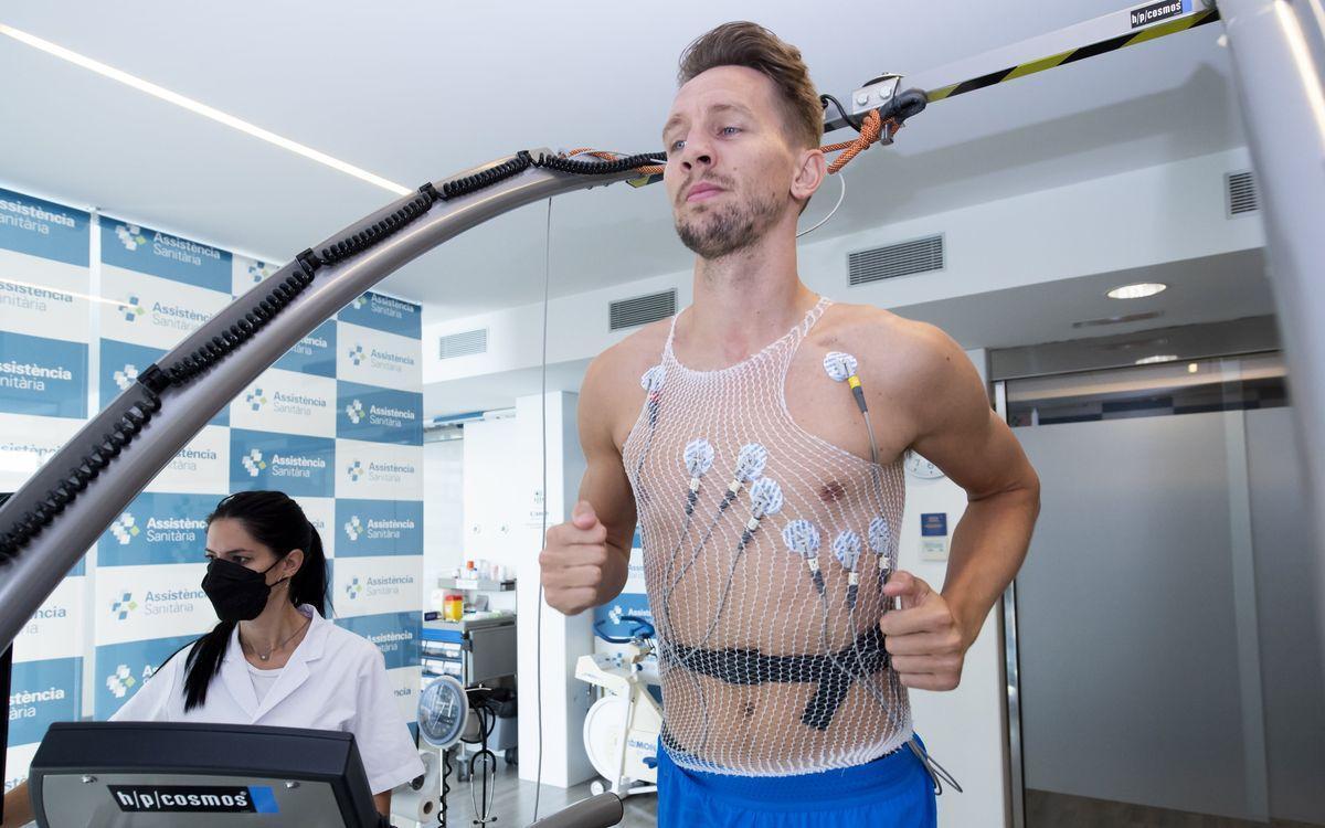 De Jong, en las pruebas médicas a las que fue sometido en Barcelona.