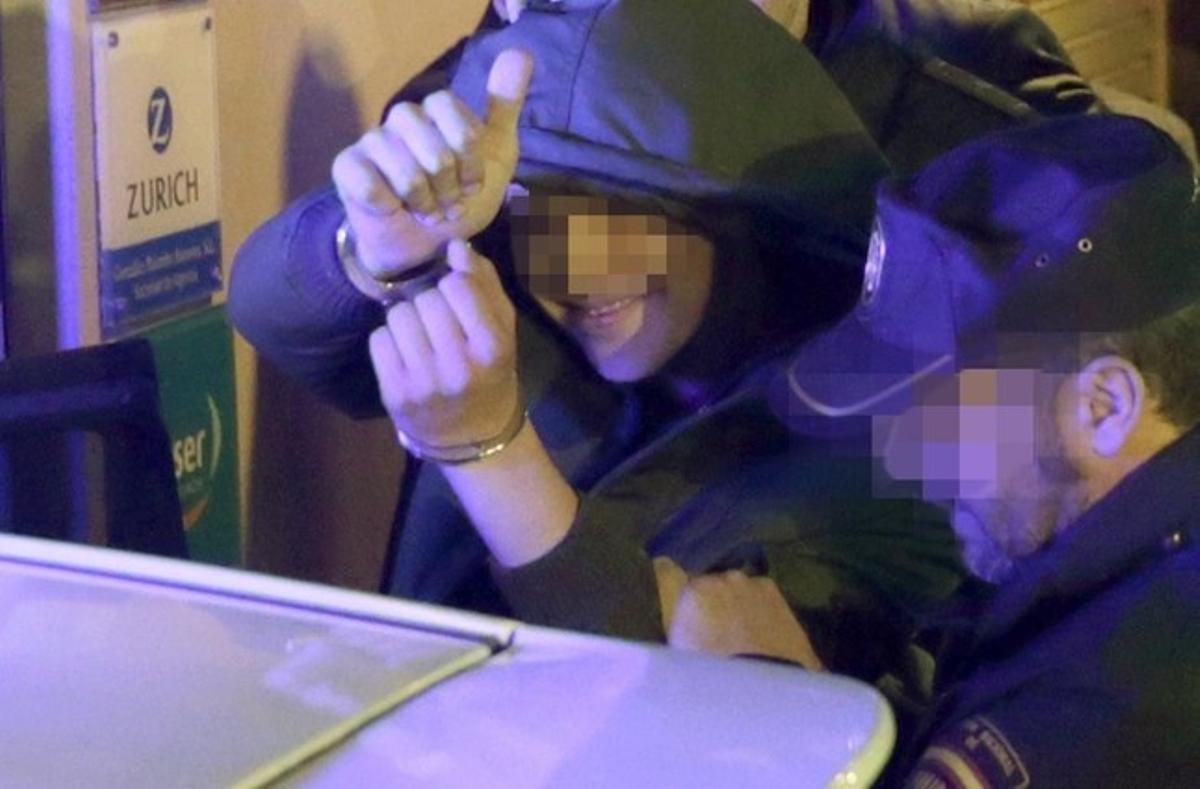 El joven acusado de agredir al presidente del Gobierno Mariano Rajoy durante un paseo electoral tras ser detenido en Pontevedra.