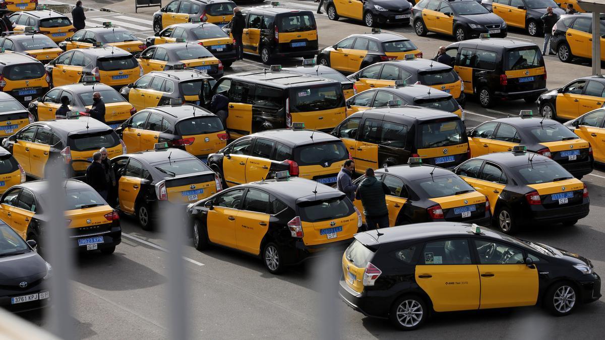 Parrilla de taxis de la estación de Sants, el pasado 9 de febrero