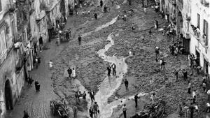 La Nápoles de los años 50: inundación en un barrio popular