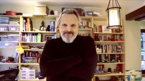 Miguel Bosé ha deixat les xarxes «perquè no val la pena ser-hi present»