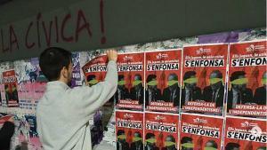 Enganxada de cartells contra l'apropiació independentista de les universitats catalanes