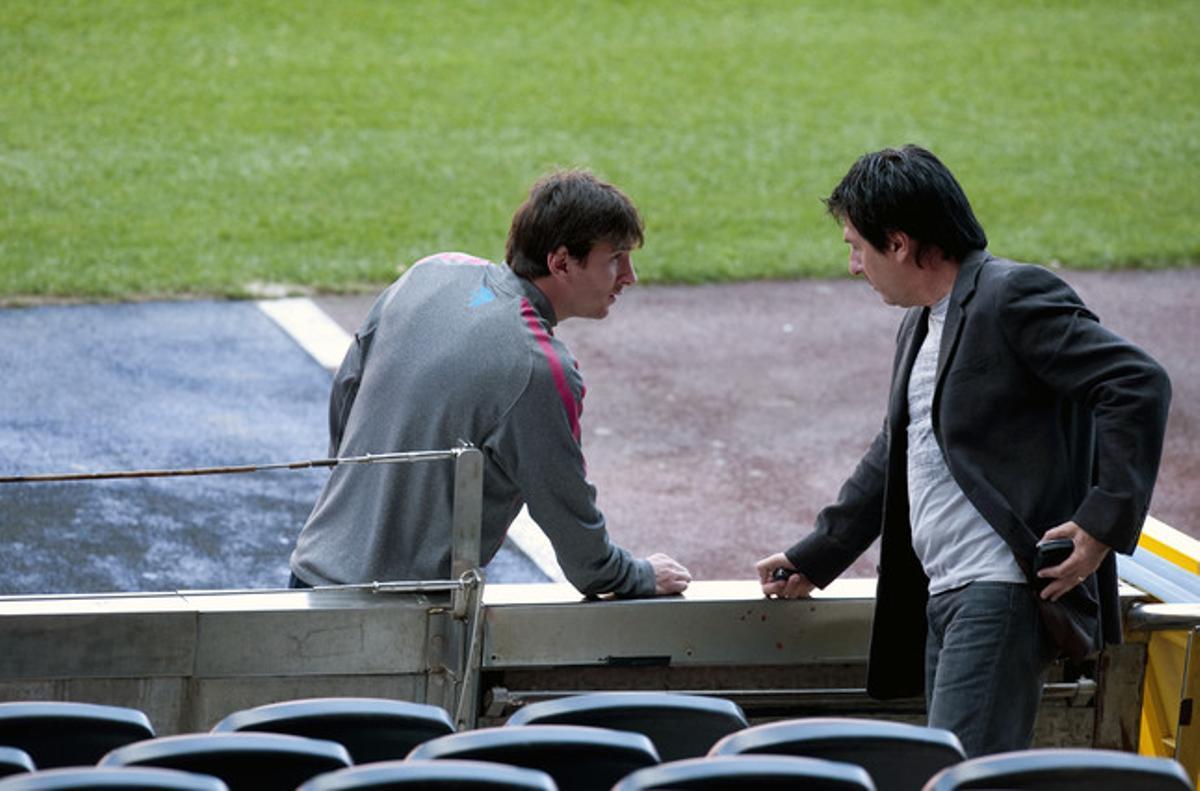 Messi y su padre, en el Camp Nou, en el 2011.