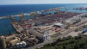 Imagen del puerto de Barcelona, visto desde el Castillo de Montjuïc.