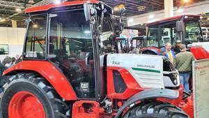 Una empresa estatal de Bielorússia que va represaliar els seus treballadors va exposar maquinària agrícola a Lleida